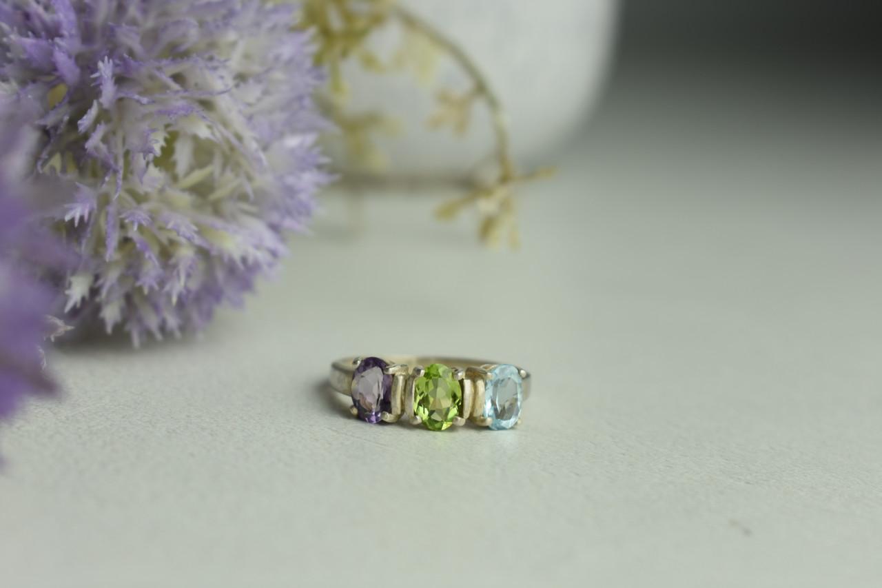 Серебряное кольцо с фиолетовым Турмалином , голубой Шпинелью и Перидотом