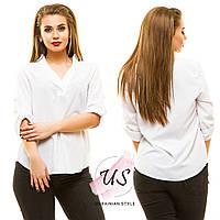 Женская батальная белая трикотажная блуза.