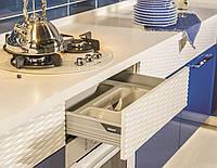 Кухня с глянцевыми фасадами МДФ и 3D фасадами