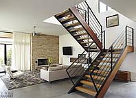 Классическая лестница в дом из массива дерева и металла, фото 1