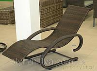 Шезлонг, крісло з штучного ротангу
