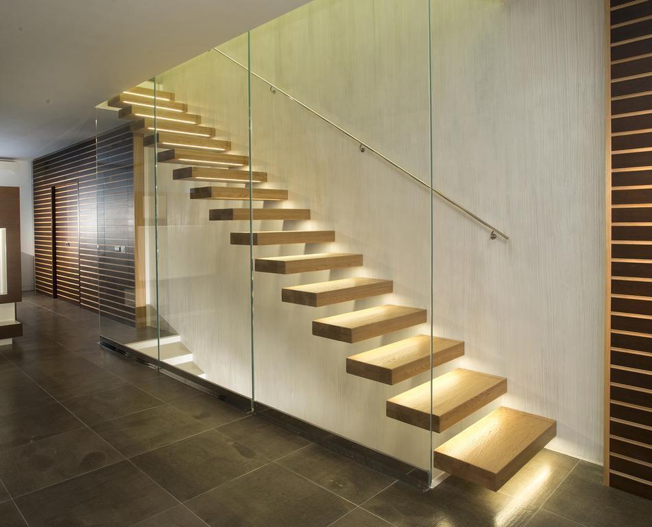 Какую древесину вы бы выбрали для своей лестницы?
