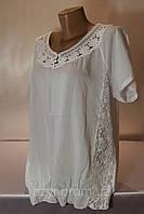 Легкая батальная блуза модного кроя с кружевными вставками в расцветках