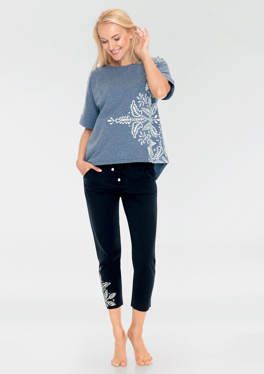 Літня жіноча піжама для сну із футболкою та штанами капрі KEY LHS 745