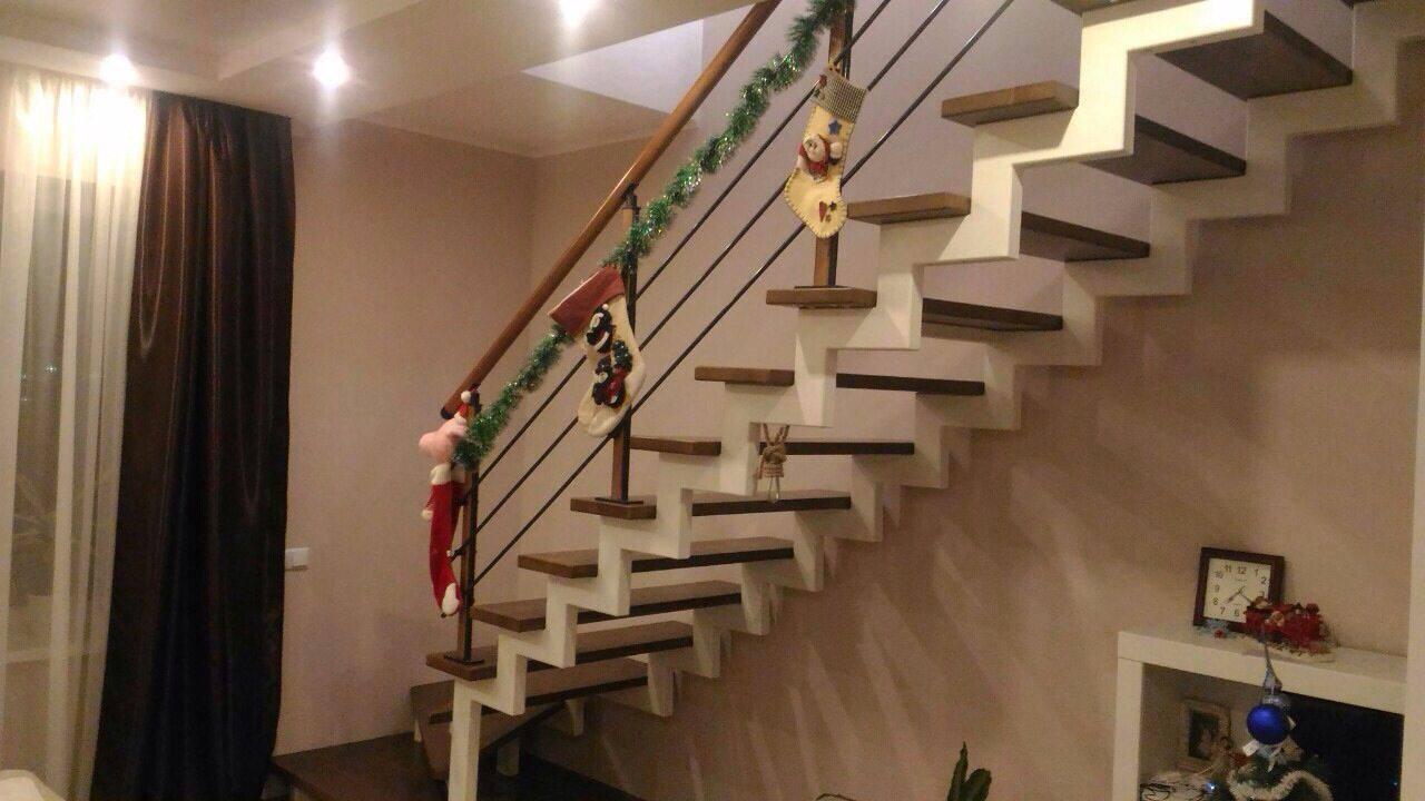 Ступеньки для классических лестница в дом из массива дерева