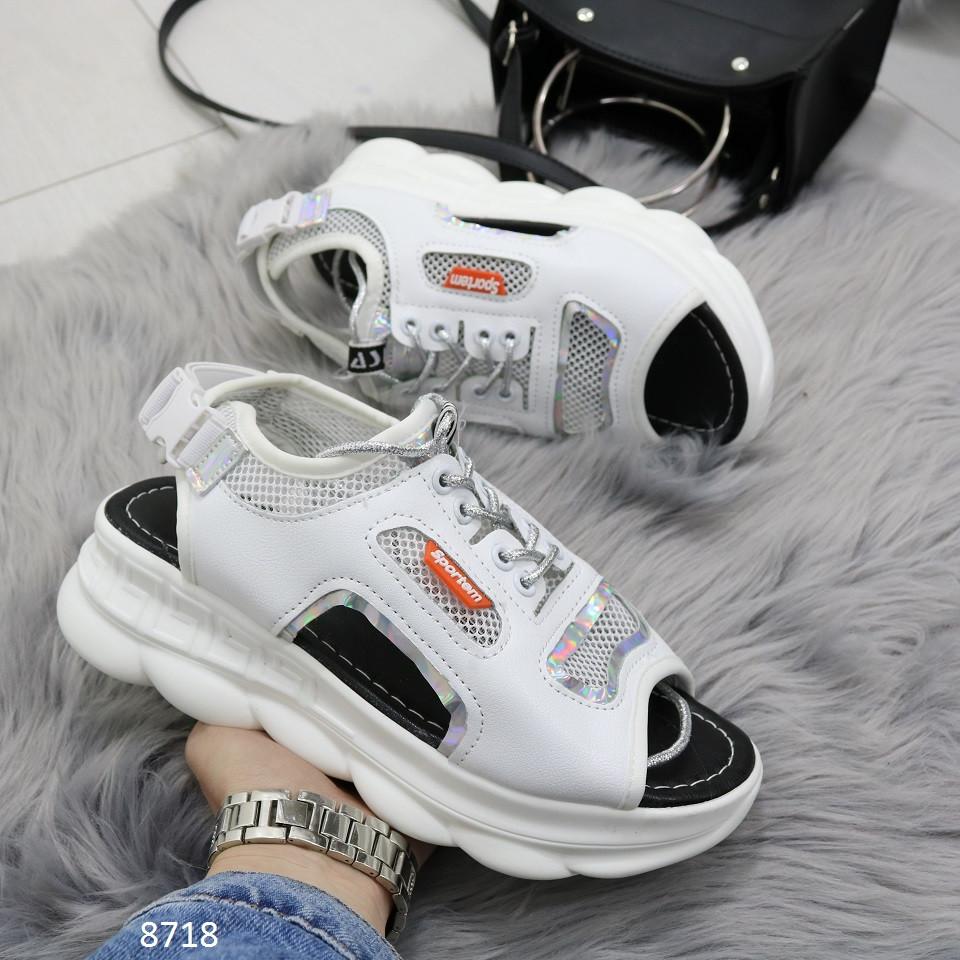 Женские спортивные босоножки/ кроссовки с открытым носком и пяткой белые с серебром