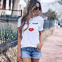Летняя женская футболка с симпатичными ресницами и красными губами
