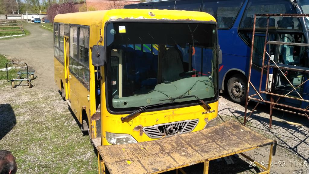 Производств и замена лобового стекла триплекс на автобусе Shaolin SLG 6720  в Никополе (Украина).