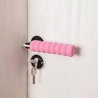 Мягкая защита на ручку двери от ударов Розовая