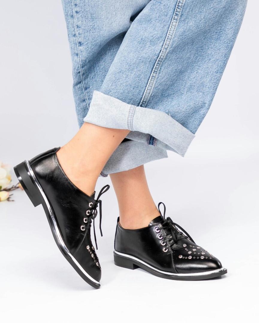 Стильные туфли с заклепками черные