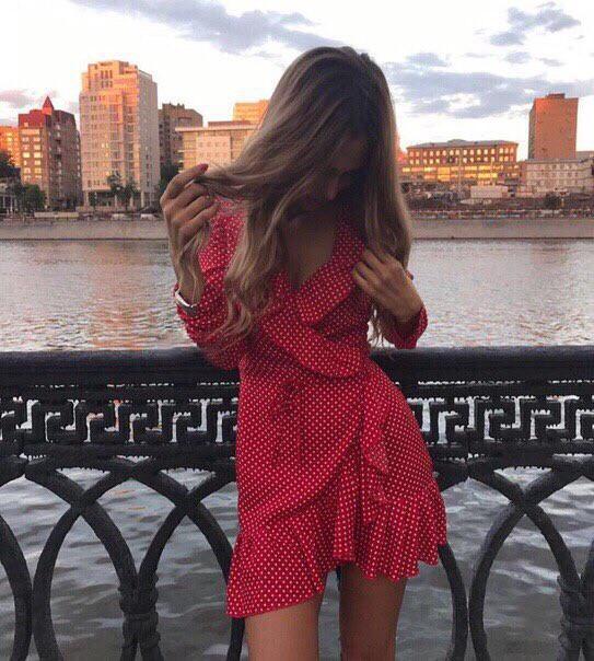 Платье красное на запах в горох летнее