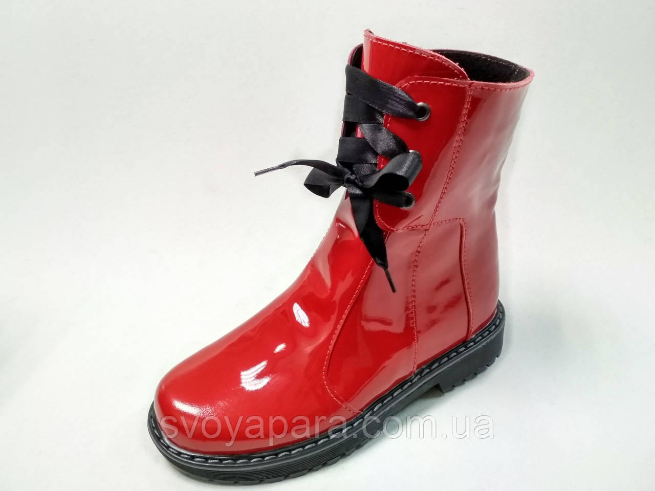 Ботинки высокие детские для девочки из лаковой кожи внутри байка весенне - осенние красного цвета