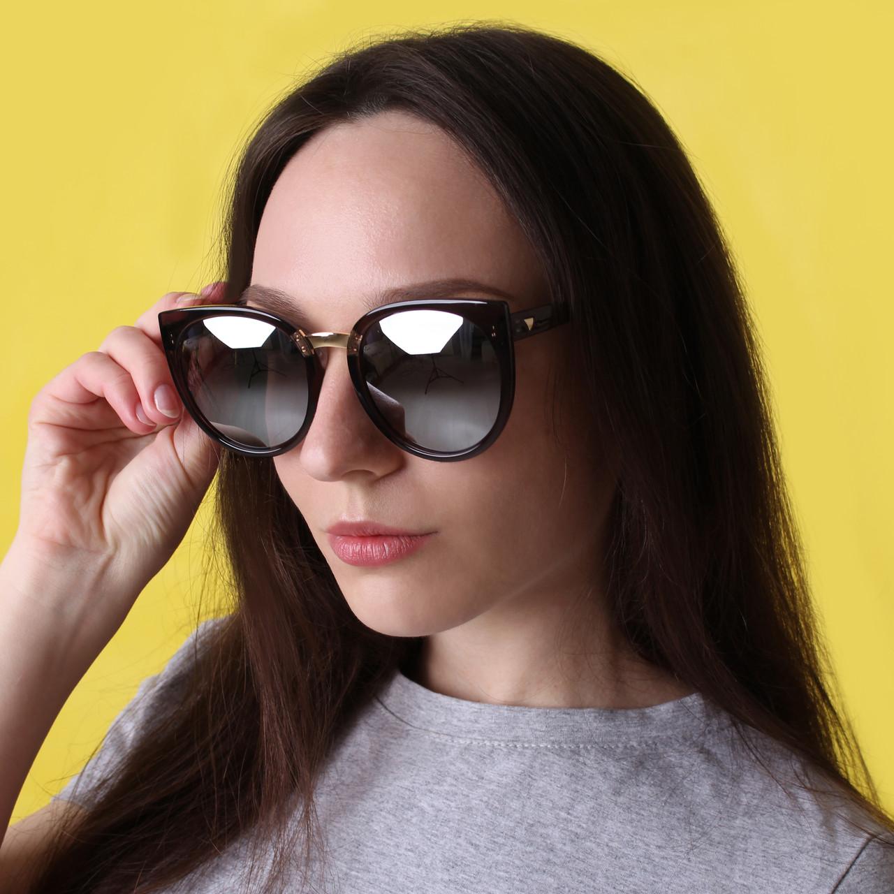 Женские солнцезащитные очки с зеркальными стеклами