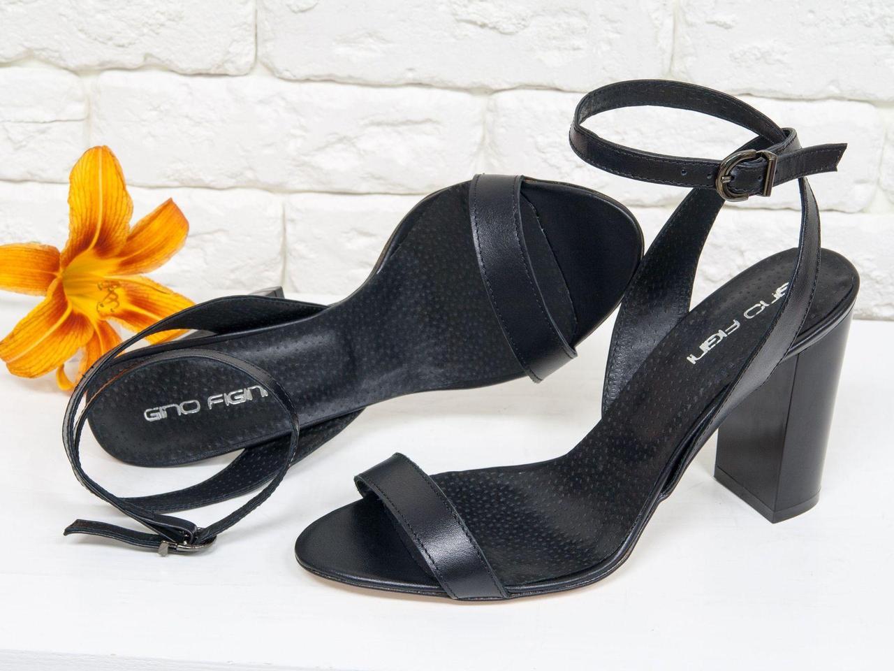 Летние Босоножки на устойчивом глянцевом каблуке из натуральной кожи черного цвета