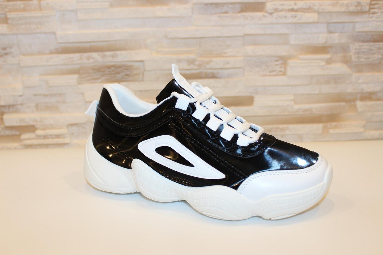 Кроссовки черные лаковые с белыми вставками Т275