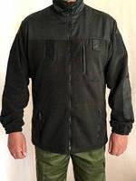 Куртка флисовая черного цвета.