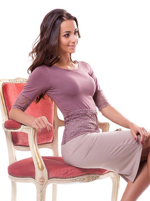 Женская футболка с гипюровой отделкой (размер М)