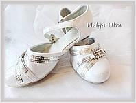 Туфельки дитячі білі для карнавального костюму. ПРОКАТ лише з костюмами.