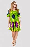 Яркое  женское платье свободного кроя с абстрактным рисунком