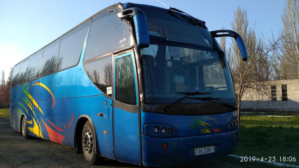 Производств и замена лобового стекла триплекс на автобусе Iveco Eurorider Ayats atlas 391E  в Никополе (Украина).