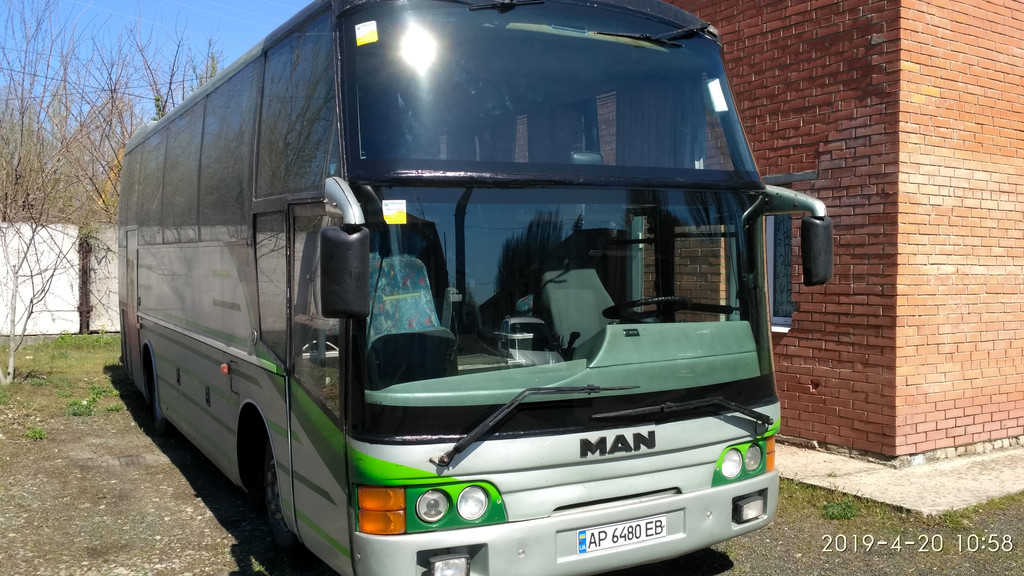 Производств и замена лобового стекла триплекс на автобусе MAN 11.190  в Никополе (Украина).