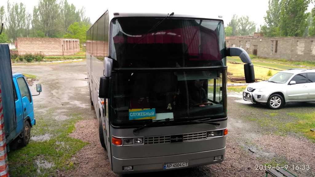 Производств и замена лобового стекла триплекс на автобусе Van Hool Eos 200 верхнее  в Никополе (Украина).