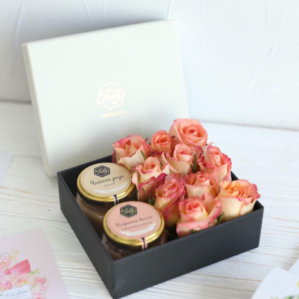 """Подарок для мамы с живыми цветами """"Нежный"""""""