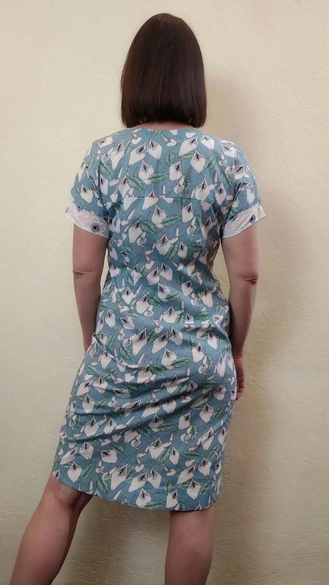 Женское голубое летнее платье с карманами и отделкой из шитья П267