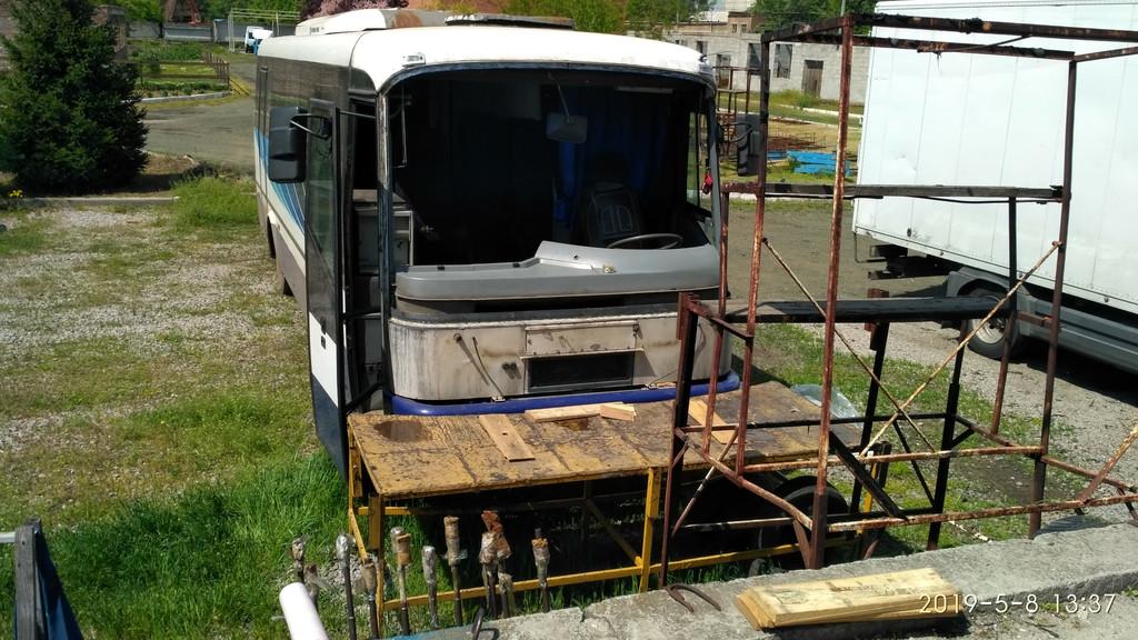 Производств и замена лобового стекла триплекс на автобусе SOR LC 9.5  в Никополе (Украина).