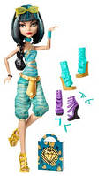 Кукла Монстер Хай Monster High Cleo De Nile Doll & Shoe Collection, Клео де Нил с коллекцией обуви.
