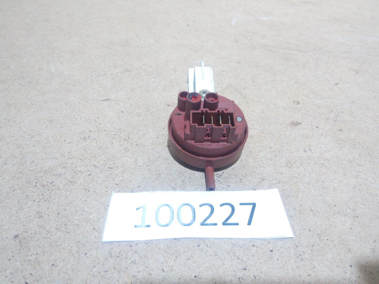 Датчик уровня воды Indesit WIE87   160019326.00  Б/У