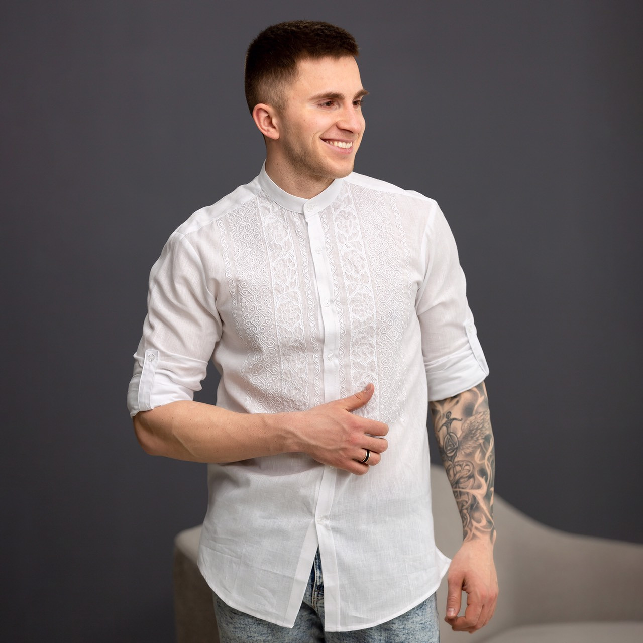 Чоловіча біла лляна вишиванка з білою вишивкою