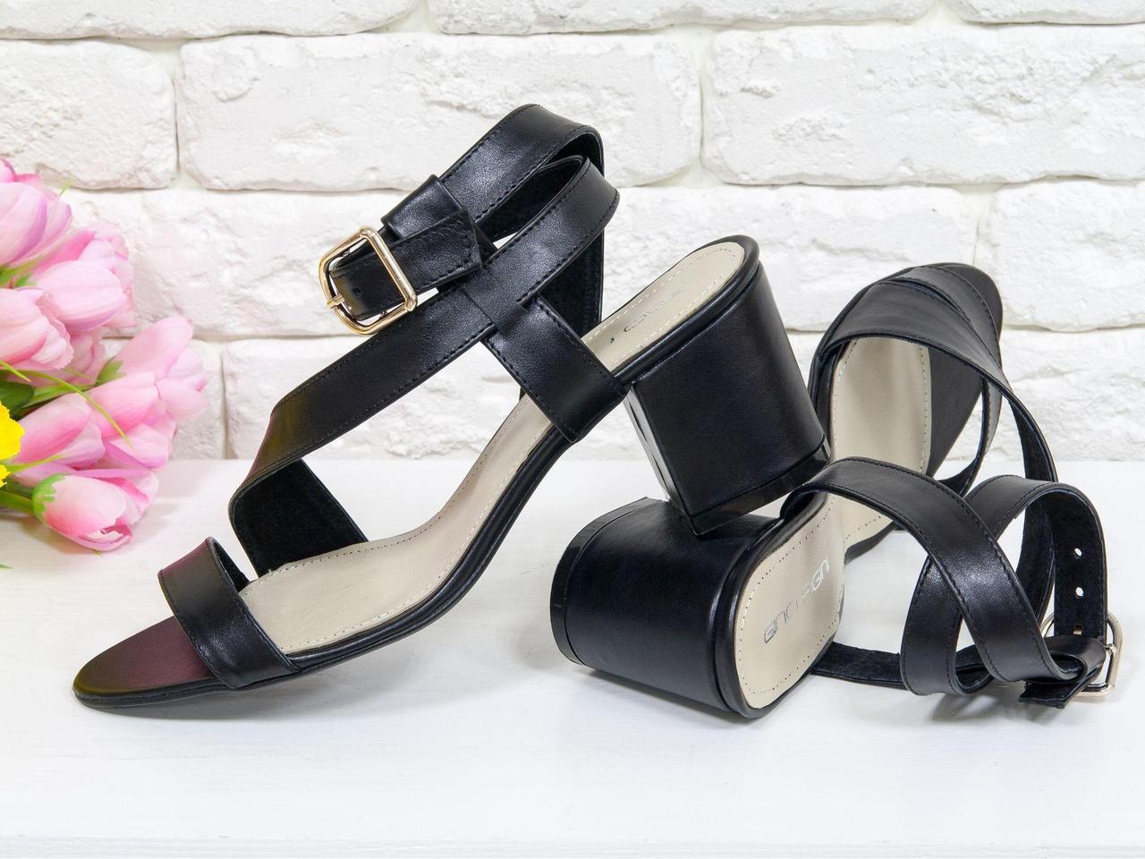 Удобные кожаные Босоножки черного цвета на невысоком каблуке