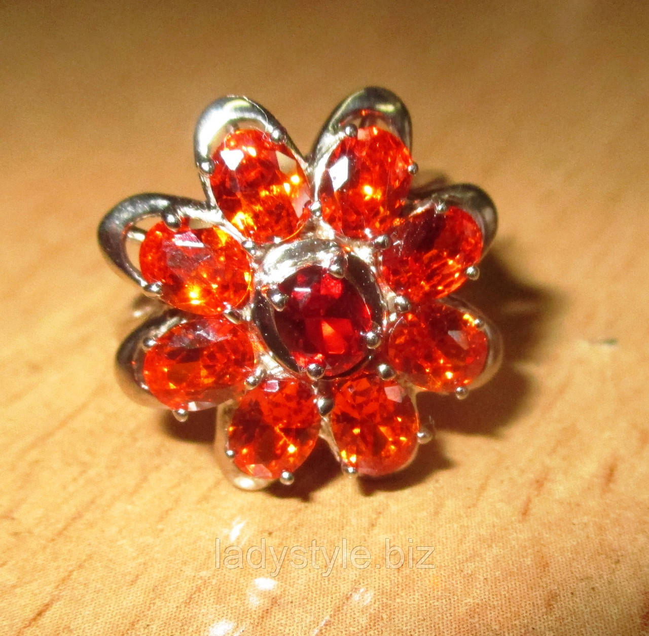 """Серебряный перстень """"Цветок"""" с оранжевым  сапфирами и рубином , размер 17.2"""