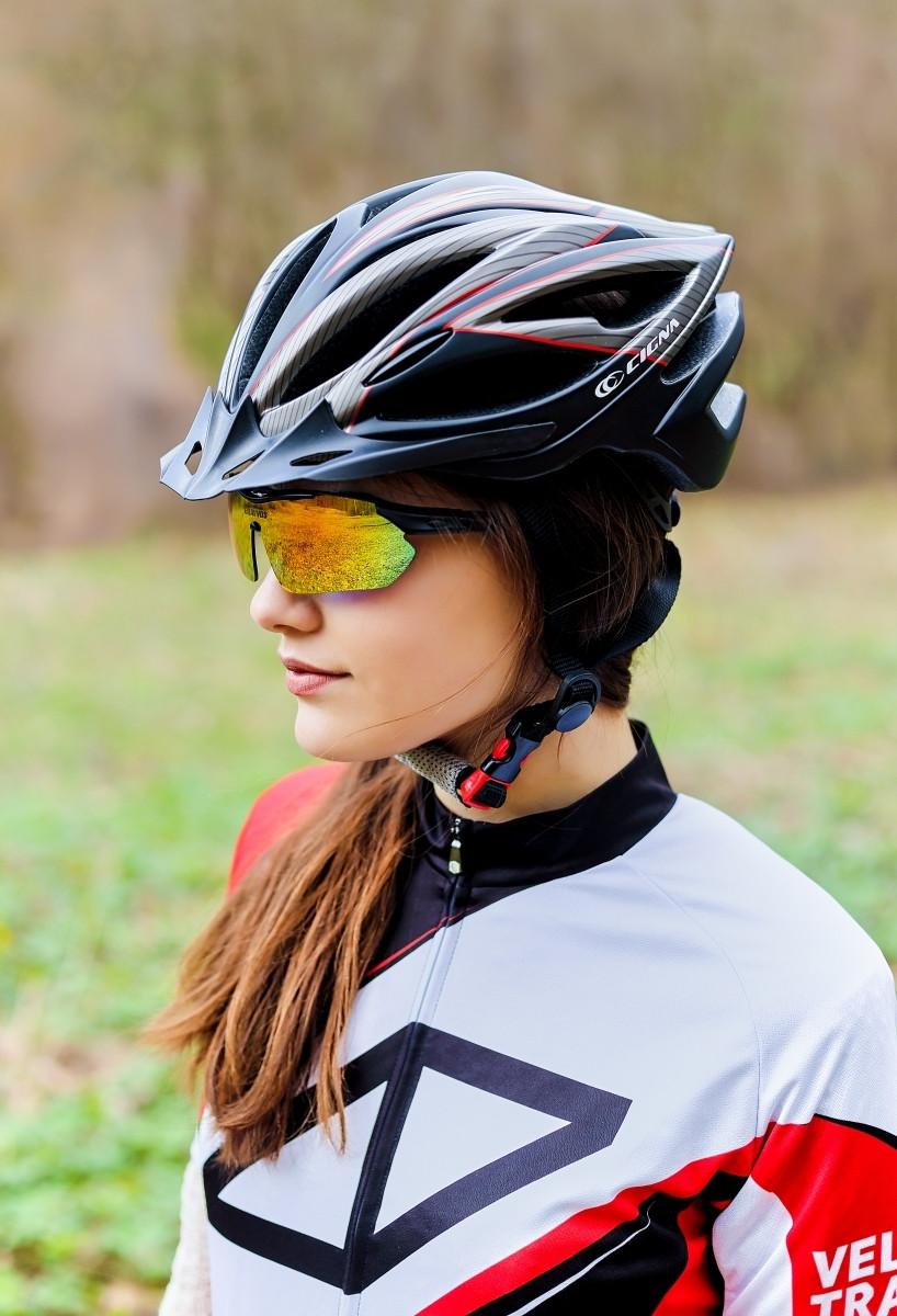 Шлем велосипедный с козырьком СIGNA WT-068 М (54-57 см) (черно-красный)