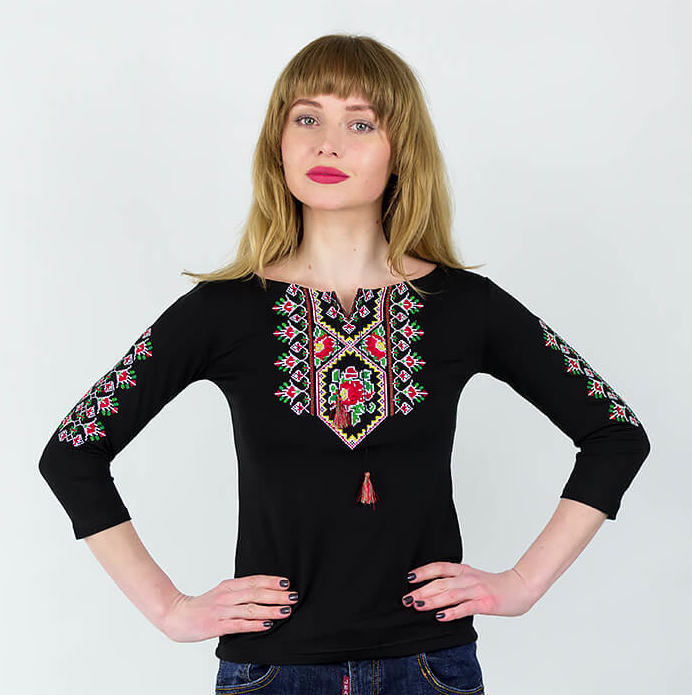 Женская трикотажная вышиванка с рукавом 3/4 черного цвета Маки крестиком