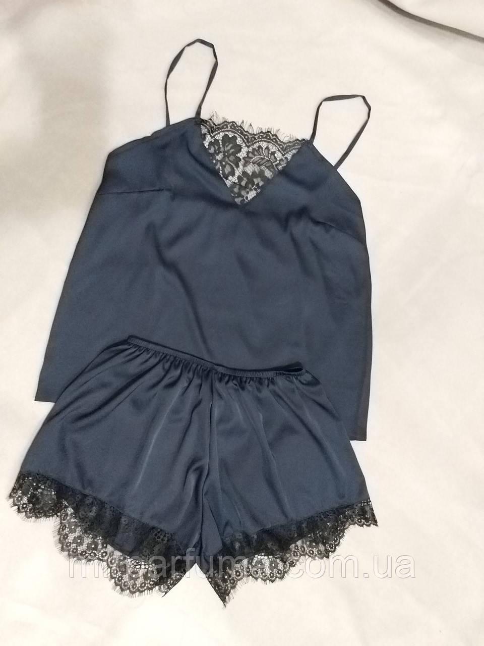 Женская шелковая пижама с кружевом синего цвета