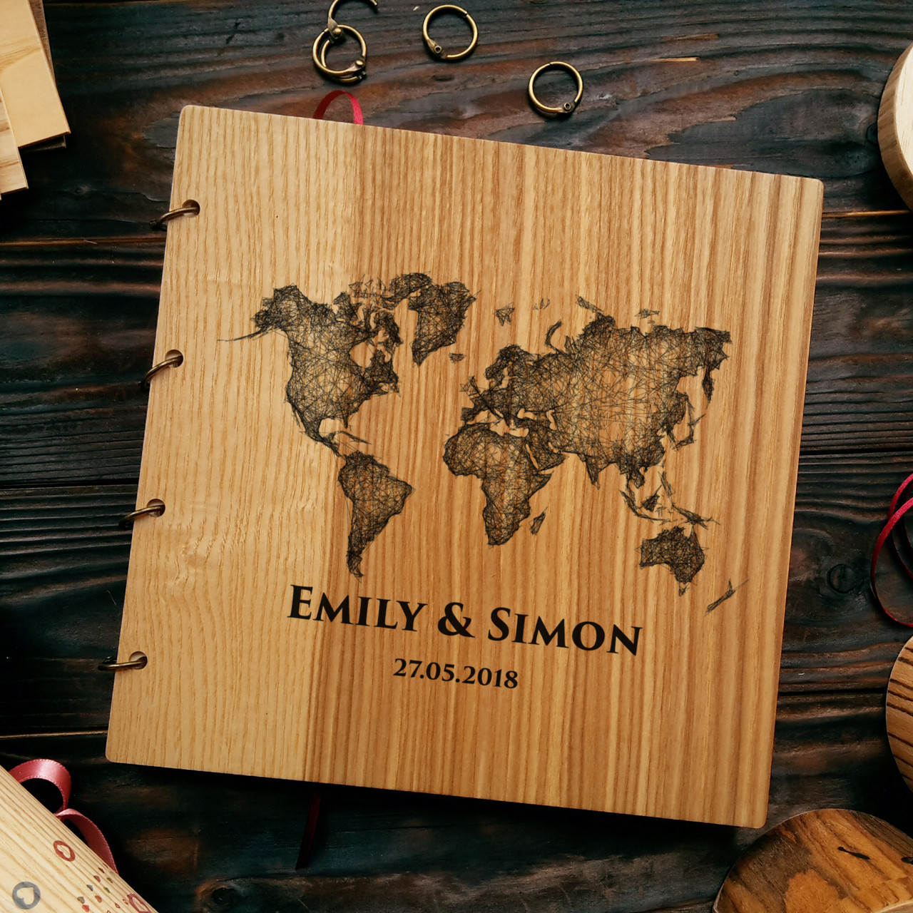 """Свадебная книга поздравлений и пожеланий 22х22 см с деревянной обложкой """"Карта Мира"""""""