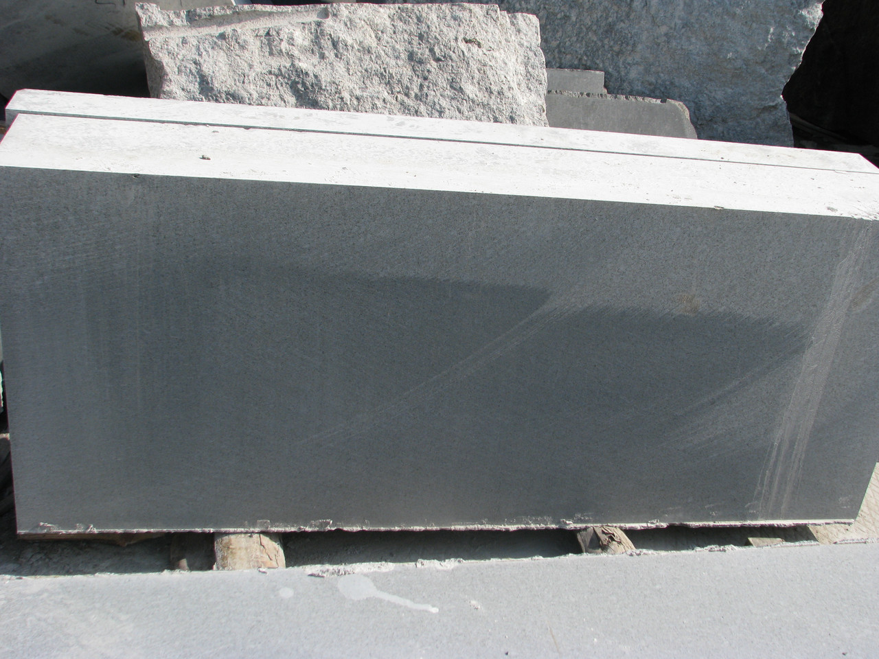 Производство бордюра гранитного из лабрадорита ГП-3