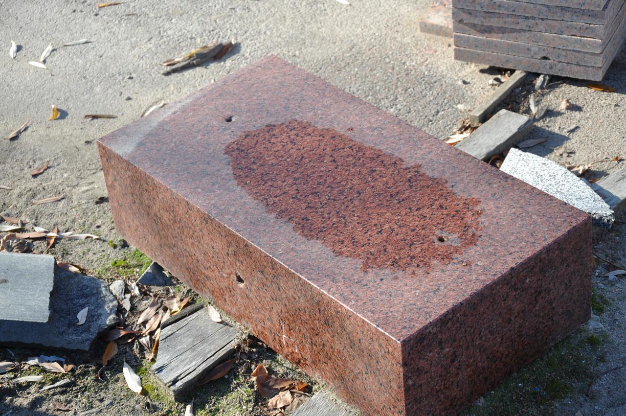 Производство бордюра гранитного красных оттенков ГП-4
