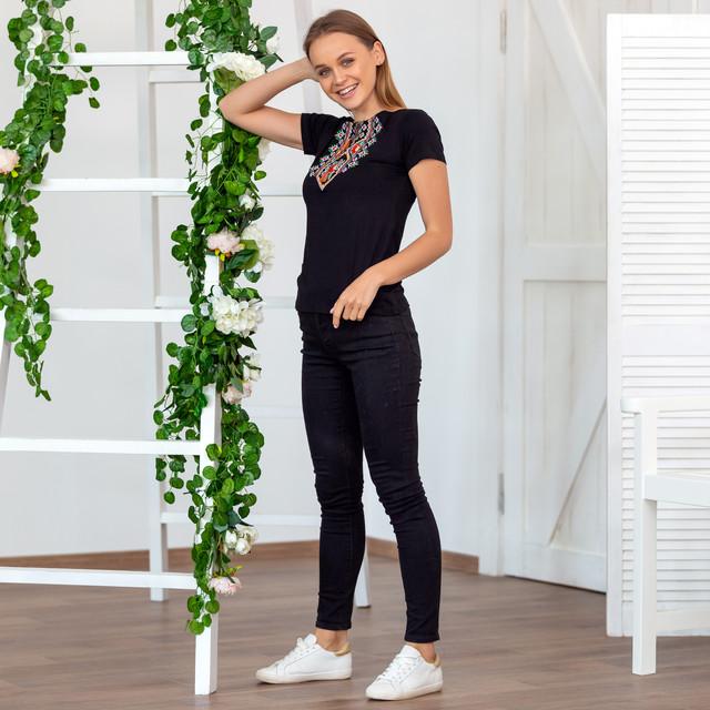 Жіноча вишита футболка Орнамент квітка
