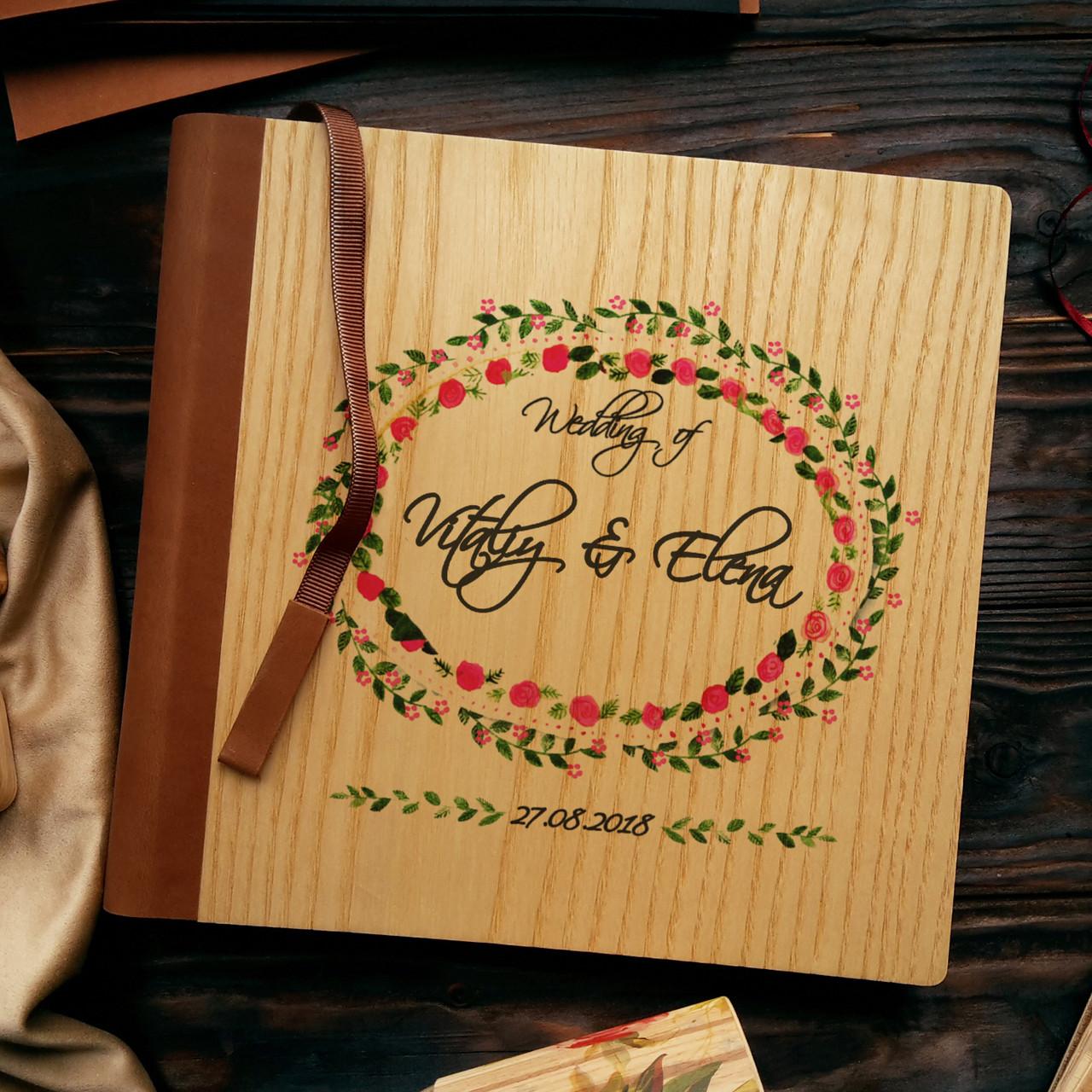"""Деревянная свадебная книга для пожеланий 22х22 см с кожаным корешком """"Венок розочки"""""""