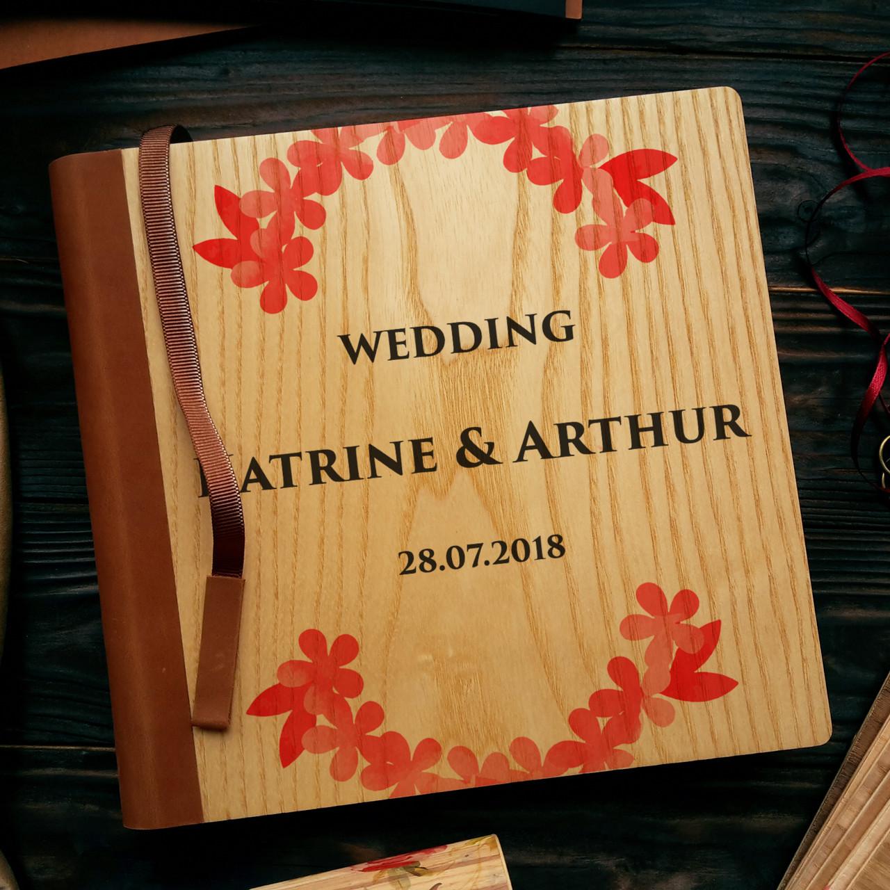 """Деревянная свадебная книга для пожеланий 22х22 см с кожаным корешком """"Красный венок"""""""