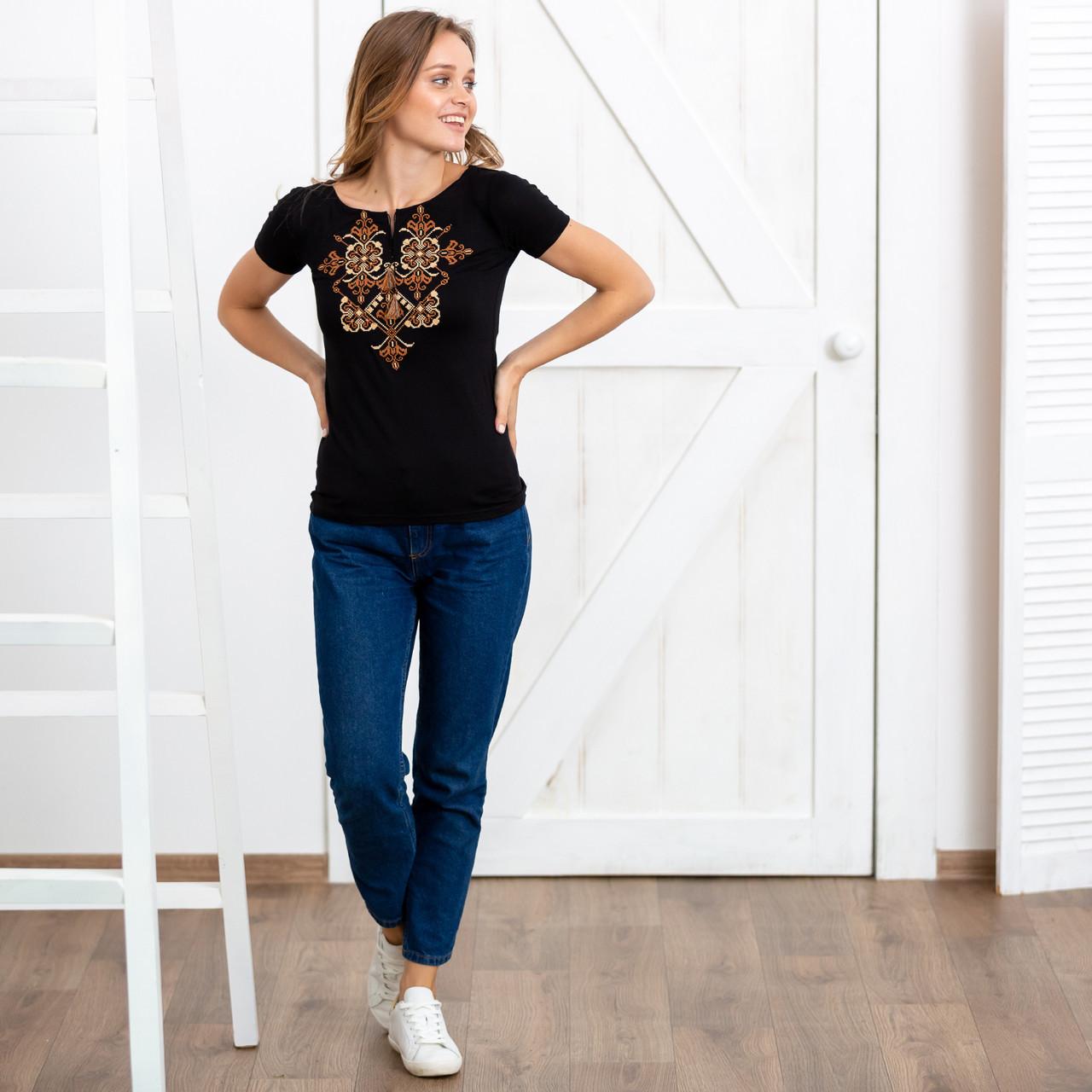 Украинская вышитая футболка Орнамент женская