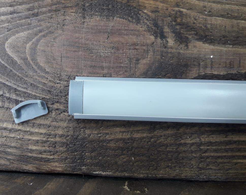 Светодиодныйпрофиль универсальный z200 анод + рассеиватель матовый +заглушка. К-кт 1мп