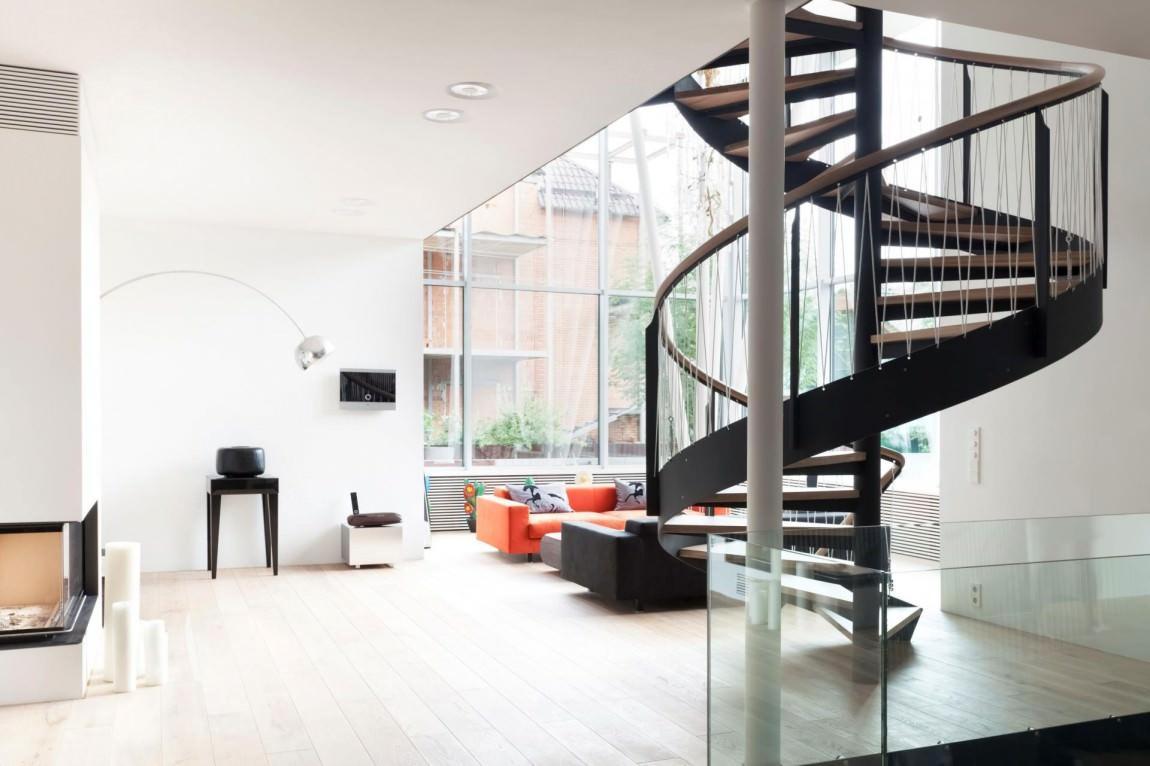 Винтовая лестница в доме в стиле Лофт