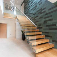 Лестница на второй этаж из массива дерева и металла со стеклом