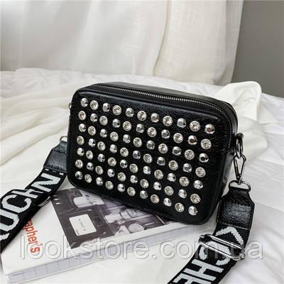 Маленькая женская прямоугольная сумка с камнями и заклепками черная