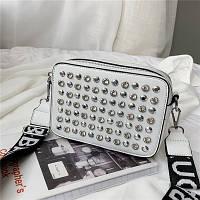 Маленькая женская прямоугольная сумка с камнями и заклепками белая