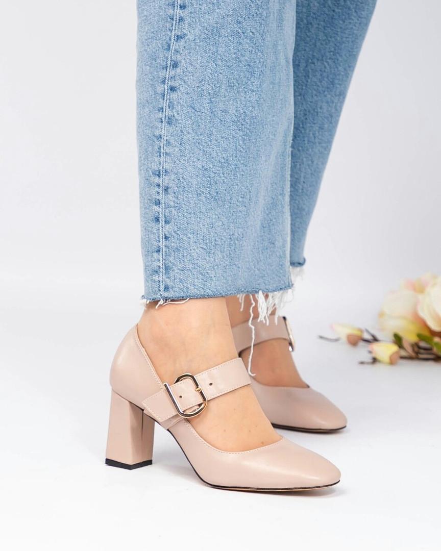 Туфли женские с пряжкой бежевые